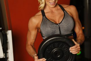 Why Women Should Lift Weights?